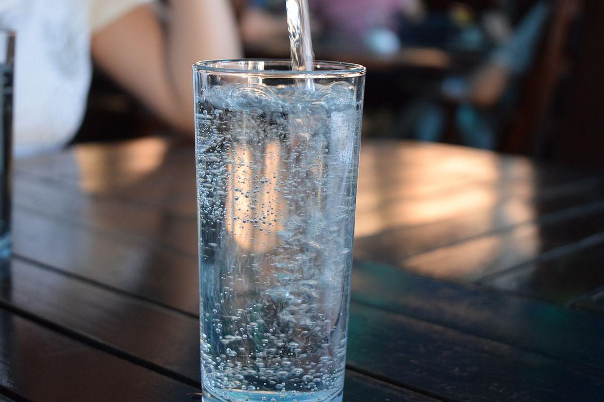 क्या आप भी दिन में मात्रा से ज्यादा पानी पी लेते हैं, जानिए इसके हानिकारक प्रभाव