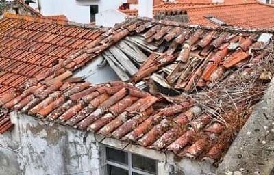 यूपी में छत गिरने से नाबालिग की मौत