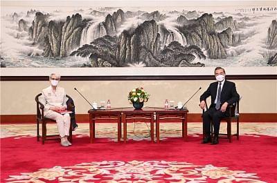चीनी विदेश मंत्री, अमेरिकी उप विदेश मंत्री ने संबंधों के जिम्मेदार प्रबंधन पर चर्चा की