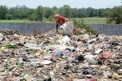 Indore: इंदौर में खुले में कचरा जलाने वालों पर लगेगा 20 हजार का स्पॉट फाइन
