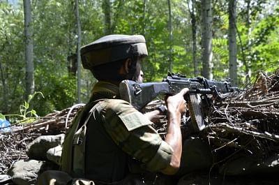 कश्मीर मुठभेड़ में 2 आतंकवादी ढेर