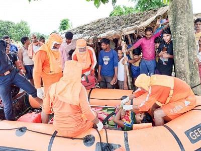 बिहार: एनडीआरएफ ने बाढ़ ग्रस्त इलाके से प्रसव के बाद जच्चा, बच्चा को सुरक्षित निकाला