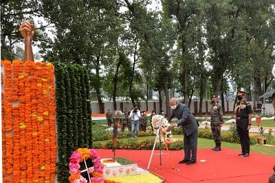 राष्ट्रपति ने कारगिल शहीदों को दी श्रद्धांजलि