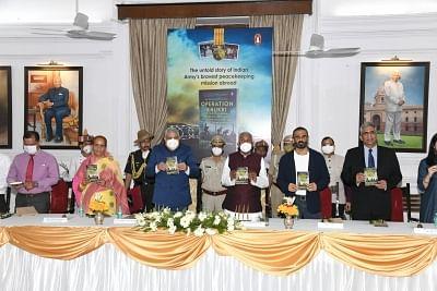 बिहार के राजभवन में हुआ मेजर जनरल राजपाल पुनिया की पुस्तक ऑपरेशन खुकरी का लोकार्पण