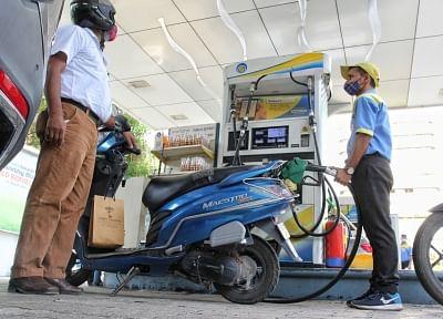 लगातार 10 दिनों से पेट्रोल-डीजल की कीमतों में कोई संशोधन नहीं