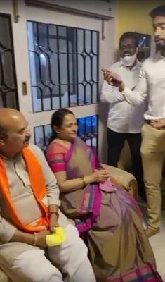 बोम्मई के परिवार ने देर रात हिट कन्नड़ गाने पर ठुमके लगाया, वीडियो वायरल