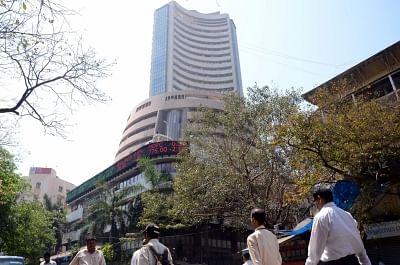 शेयर बाजार में तेजी के बीच सेंसेक्स में 53,000 अंक की बढ़त