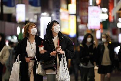 जापान ने 4 प्रान्तों में कोविड आपातकाल की स्थिति का विस्तार किया