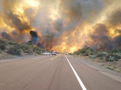 कैलिफोर्निया के जंगल में लगी आग, हजारों लोगों को सुरक्षित बाहर निकाला गया