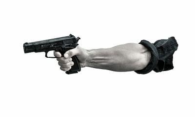 यूपी के किशोर ने प्रिंसिपल के सिर पर तानी बंदूक, केस दर्ज