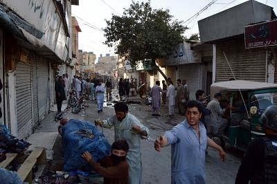 पाकिस्तान में बारूदी सुरंग विस्फोट में तीन सुरक्षाकर्मियों की मौत