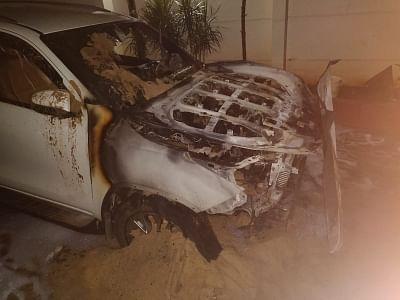 बेंगलुरु में बदमाशों ने भाजपा विधायक की 2 लग्जरी कारों को किया आग के हवाले