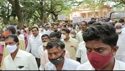 तुमकुरु दुष्कर्म पीड़िता को इंसाफ दिलाने की मांग को लेकर कर्नाटक में भारी प्रदर्शन
