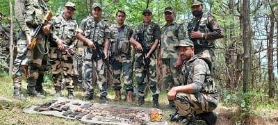 जम्मू-कश्मीर में आतंकी ठिकाने का भंडाफोड़, भारी मात्रा में हथियार बरामद