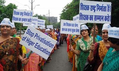 भोपाल में चयनित शिक्षक और बेरोजगार सड़क पर उतरे
