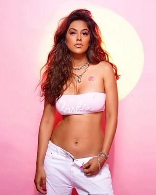 निया शर्मा ने नए पोस्ट में इनर बार्बी स्पिरिट को दिखाया