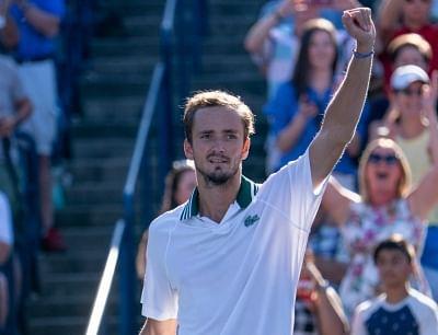 टेनिस : ओपेल्का को हराकर मेदवेदेव ने जीता टोरंटो में खिताब