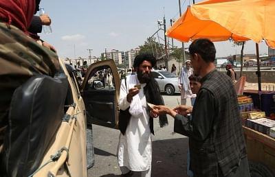 अफगानिस्तान में 1 हफ्ते से बंद पड़े एटीएम और बैंक, लोगों की नकदी हो रही खत्म