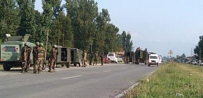 कुलगाम मुठभेड़ में 2 सुरक्षाकर्मी, 2 नागरिक घायल (लीड-1)