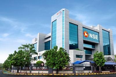निवेशकों को अनियंत्रित डेरिवेटिव उत्पादों में लेनदेन से दूर रहने की सलाह : एनएसई