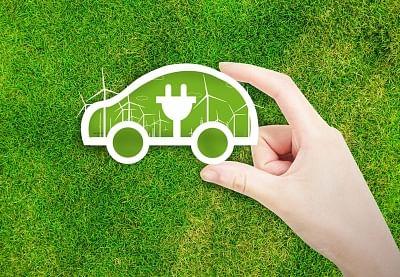 चीन में नवीन ऊर्जा वाहन उद्योग एक्सप्रेस वे पर चल रहा है