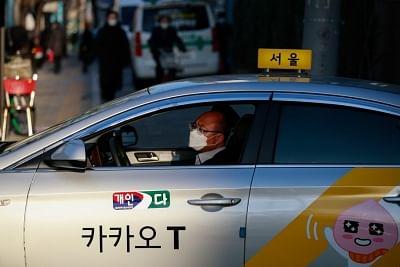 दक्षिण कोरिया ने सोशल-डिस्टेसिंग के नियम को आगे बढ़ाया