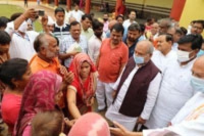 बाढ़ से बिगड़े हाल के बाद श्योपुर के कलेक्टर पर गाज गिरी