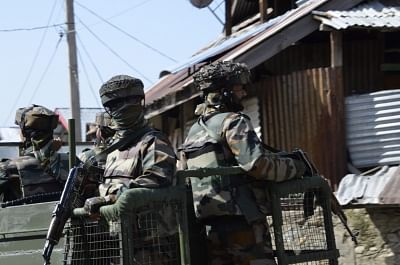 कुलगाम मुठभेड़ में 2 सुरक्षाकर्मी घायल, साइट पर शीर्ष अधिकारी मौजूद (लीड-2)