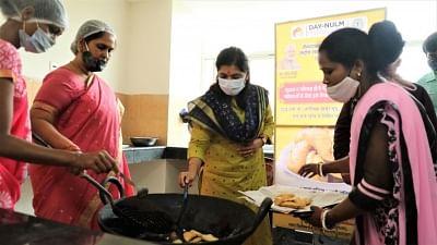 झारखंड: त्योहारी मौसम में शहरी महिलाओं का हुनर ब्रांडिंग के साथ पहुंचेगा बाजारों में