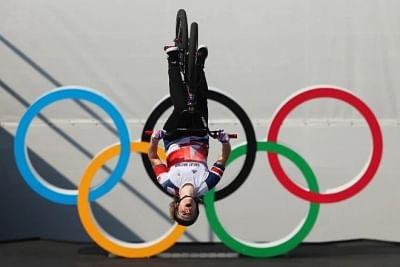ओलंपिक (बीएमएक्स) : स्वर्ण जीतने के लिए चार्लोट ने लगाई 360 डिग्री की बैकफ्लिप