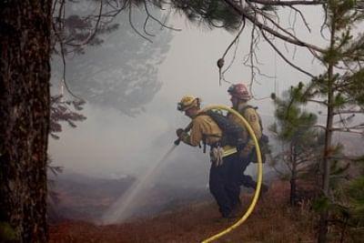 कैलिफोर्निया में काल्डोर आग से झुलसी 100,000 एकड़ ज्यादा जमीन