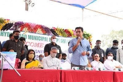 केटीआर ने हैदराबाद में डिग्निटी हाउसिंग स्कीम के तहत 288 फ्लैटों का किया उद्घाटन