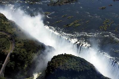 जिम्बाब्वे ने टीका लगाए गए पर्यटकों के लिए विक्टोरिया फॉल्स सीमा को फिर से खोला