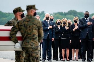 काबुल बमबारी में मारे गए अमेरिकी सैनिकों के पार्थिव शरीर स्वदेश लौटे