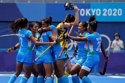 ओलंपिक (महिला हॉकी) : भारत इतिहास रचते हुए सेमीफाइनल में, अब अर्जेटीना को हराने के बारी (लीड-3)
