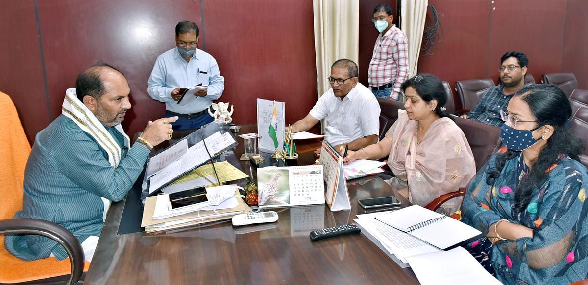 उपेन्द्र तिवारी ने युवा कल्याण विभाग के अधिकारियों के साथ समीक्षा बैठक की