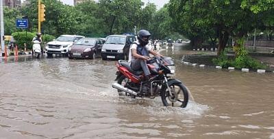 दिल्ली-एनसीआर और उसके आसपास के इलाकों में भारी बारिश