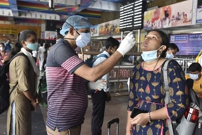 कोविड मामलों में दूसरे दिन आई गिरावट, अब तक करीब 70 करोड़ लोगों का टीकाकरण
