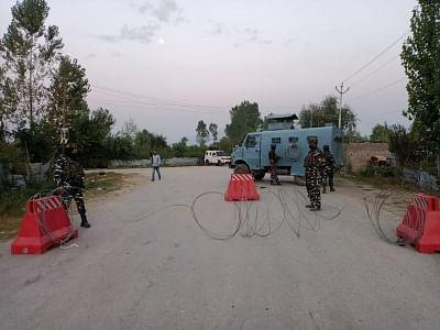 जम्मू-कश्मीर के कुलगाम में आतंकवादी हमले में पुलिसकर्मी की मौत