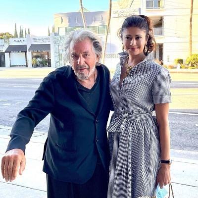 अभिनेत्री पूजा बत्रा शाह ने लीजेंड अल पचिनो से मुलाकात की