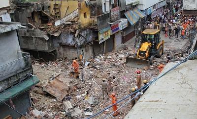 दिल्ली: बहुमंजिला इमारत गिरने मामले पर निगम कर्मियों को क्लीन चिट, मामले की फिर होगी जांच