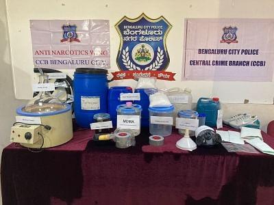 बेंगलुरु में मिली ड्रग फैक्ट्री, 2 करोड़ रुपये का नशीला पदार्थ जब्त