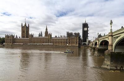 ब्रिटेन की संसद ने सरकार के नए स्वास्थ्य और सामाजिक देखभाल शुल्क का किया समर्थन