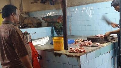 प्रतिबंधों के खिलाफ अदालत का दरवाजा खटखटाएंगे मथुरा के मांस विक्रेता