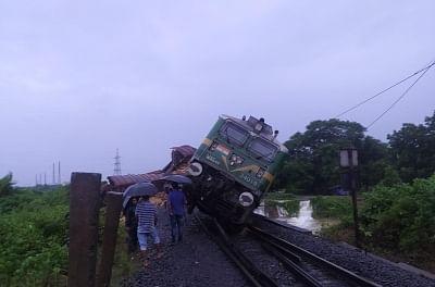 goods-train-derails-in-odisha-12-trains-canceled