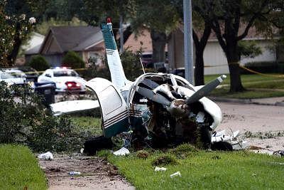 अमेरिका : टेक्सास में सैन्य प्रशिक्षण विमान के दुर्घटनाग्रस्त होने से 5 लोग घायल