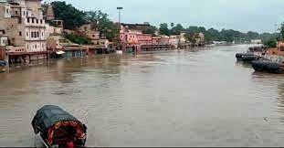 यूपी के 15 जिलों के 756 गांव बाढ़ से प्रभावित, रिकाॅर्डतोड बारिश के बीच रेस्क्यू जारी