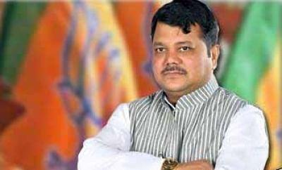महाराष्ट्र भाजपा के एलओपी प्रवीण दारेकर करोड़पति मजदूर हैं : शिवसेना नेता