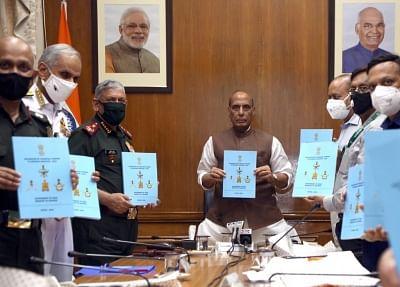 राजनाथ ने सशस्त्र बलों को राजस्व प्रबंधन के लिए वित्तीय अधिकार सौंपने की दी मंजूरी