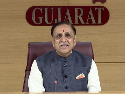 कार्यकाल खत्म होने से पहले गुजरात के सीएम रूपाणी ने दिया इस्तीफा (लीड-1)